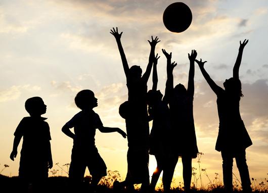 kids_playing_outside