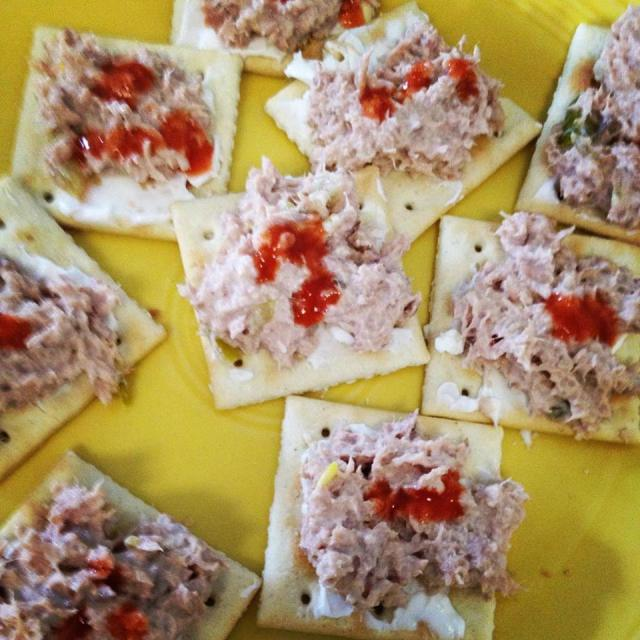 cream cheese, tuna salad & hot sauce on crackers
