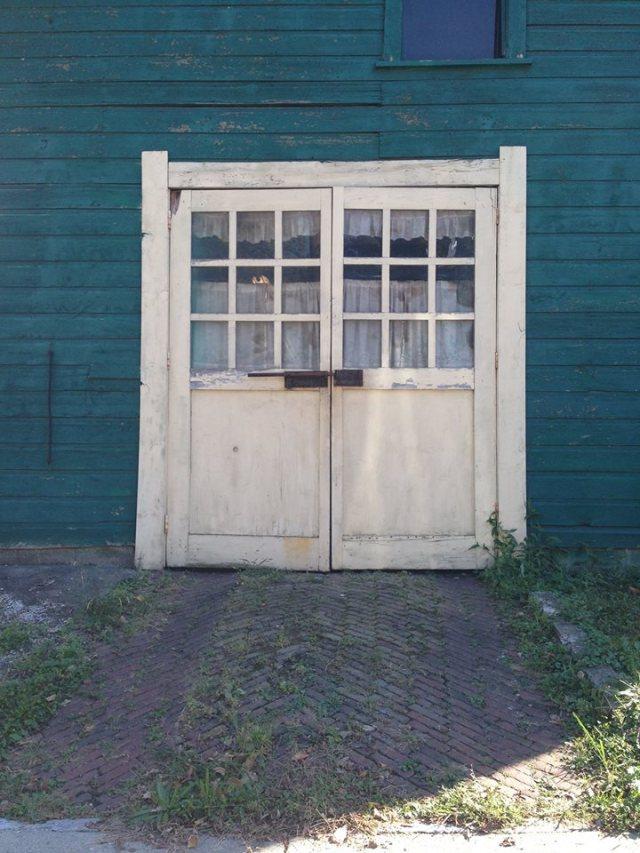 white_garage1