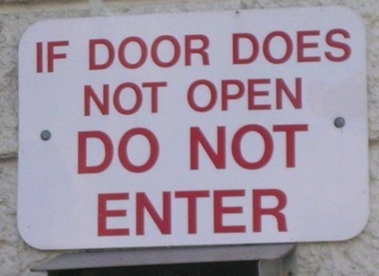 funny-bizarre-sign-if-door-does-not-open